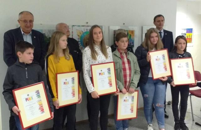 Nagrajenka Plakata miru je Ajda Repnik